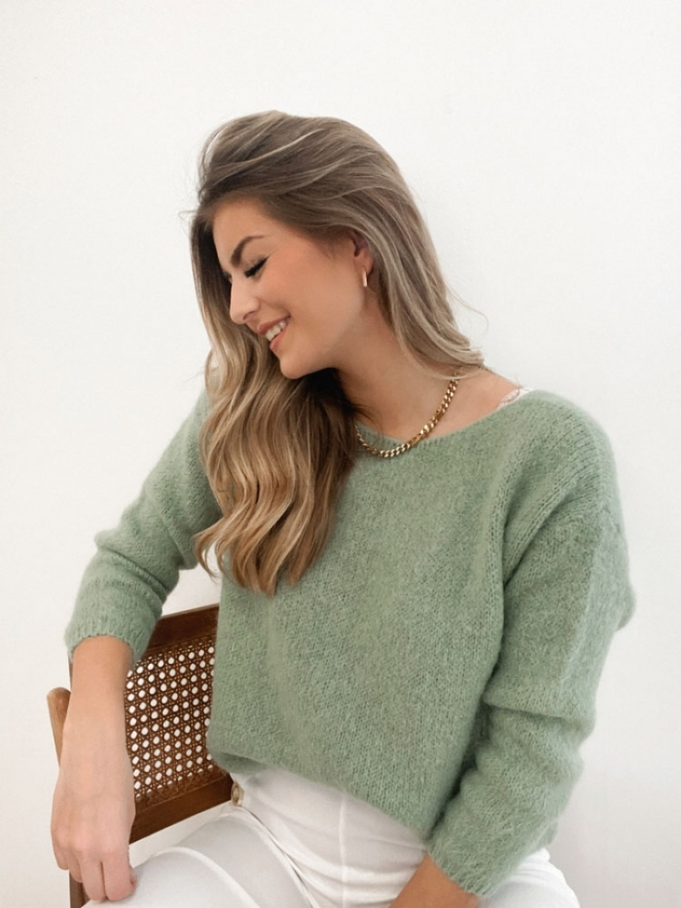 ESMEE KNIT BUTTONS logo
