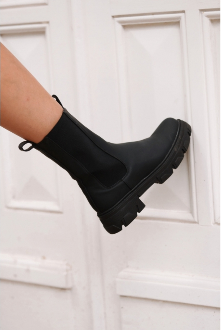 CHUNKY ANKLE BOOTS BLACK